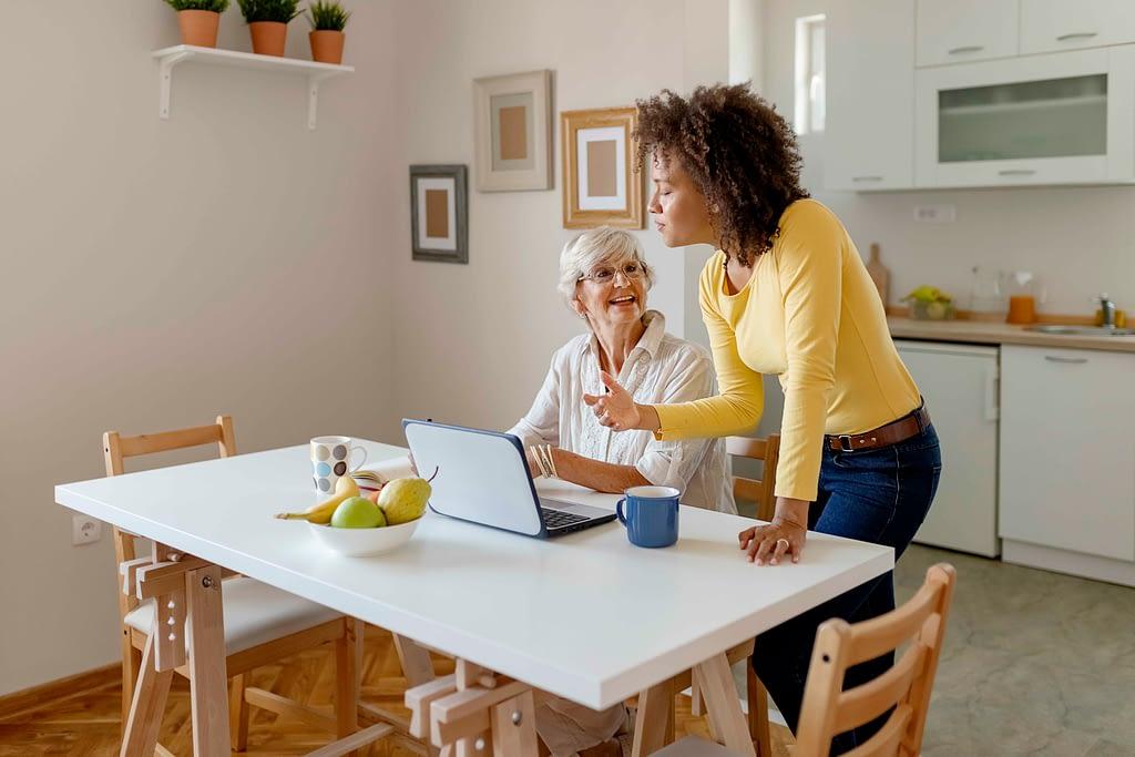 Cohabitation intergénérationnelle entre retraité et étudiante